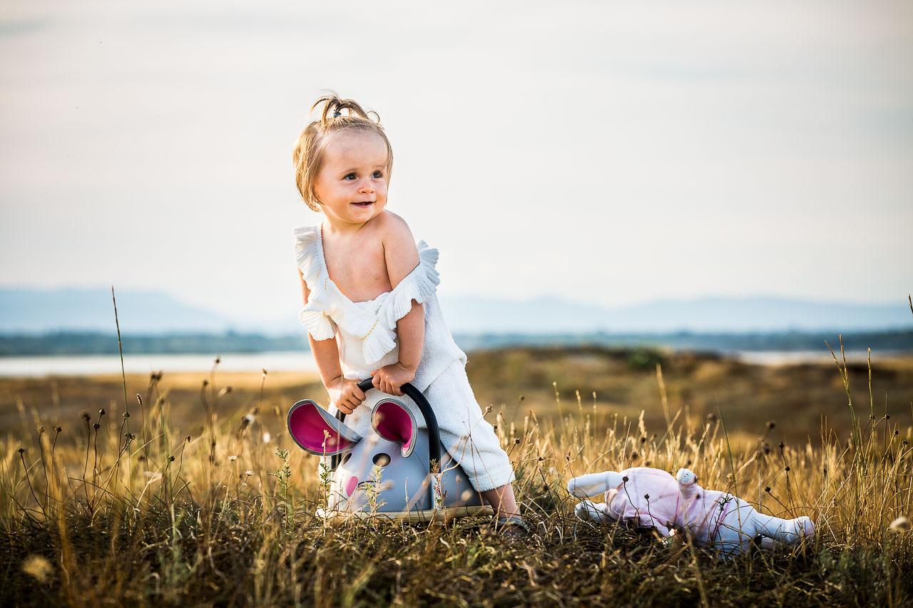 Portrait d'un enfant sur la plage avec Oliver Bolte photographe à Perpignan
