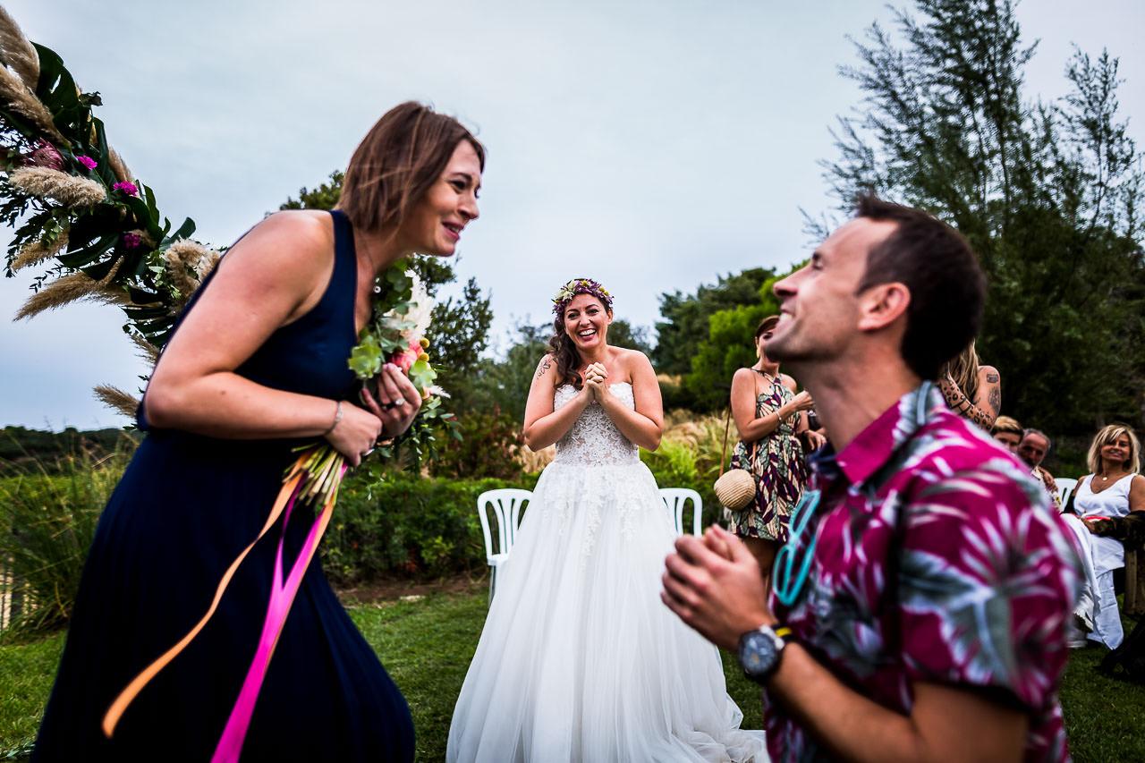 Photo d'une fille acceptant une demande en mariage lors d'un reportage d'Olivier Bolte au Château de Valmy à Argelès-sur-mer