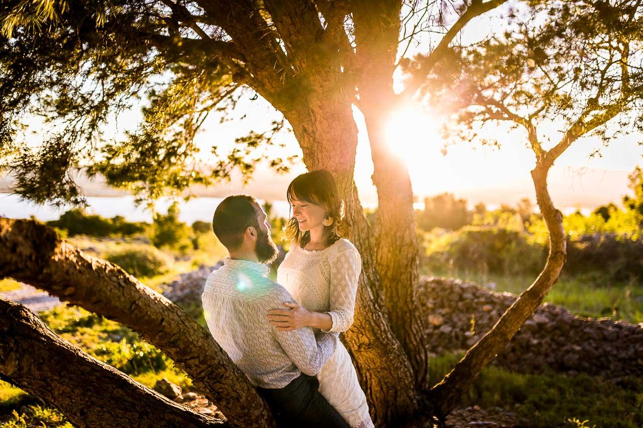 Photo d'un homme et d'une femme au coucher de soleil à Perpignan