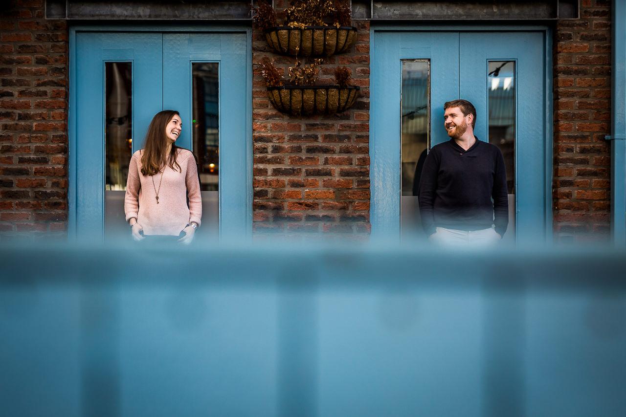 Photographie d'un couple à Belfast en Irlande par Olivier Bolte photographe de couple à Perpignan