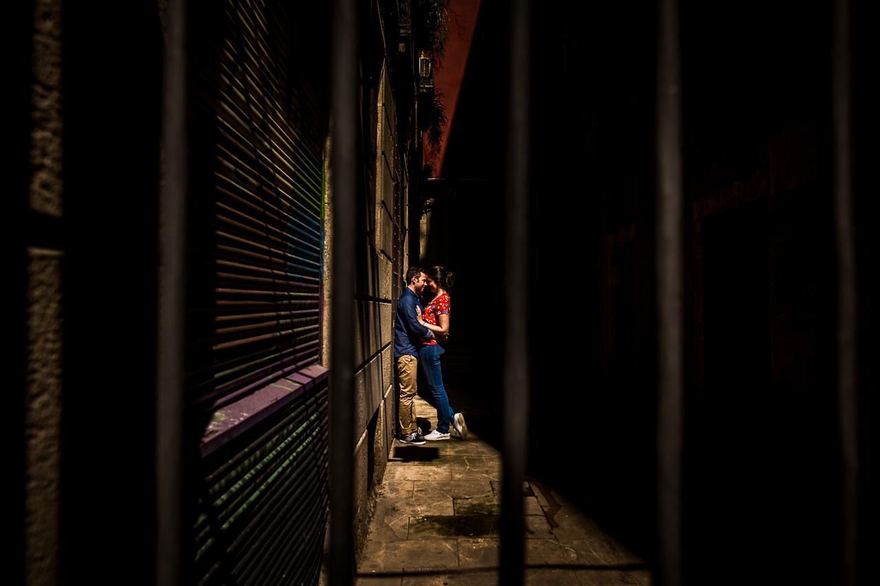 Photographie d'un couple à Barcelone avant leur mariage par Olivier Bolte
