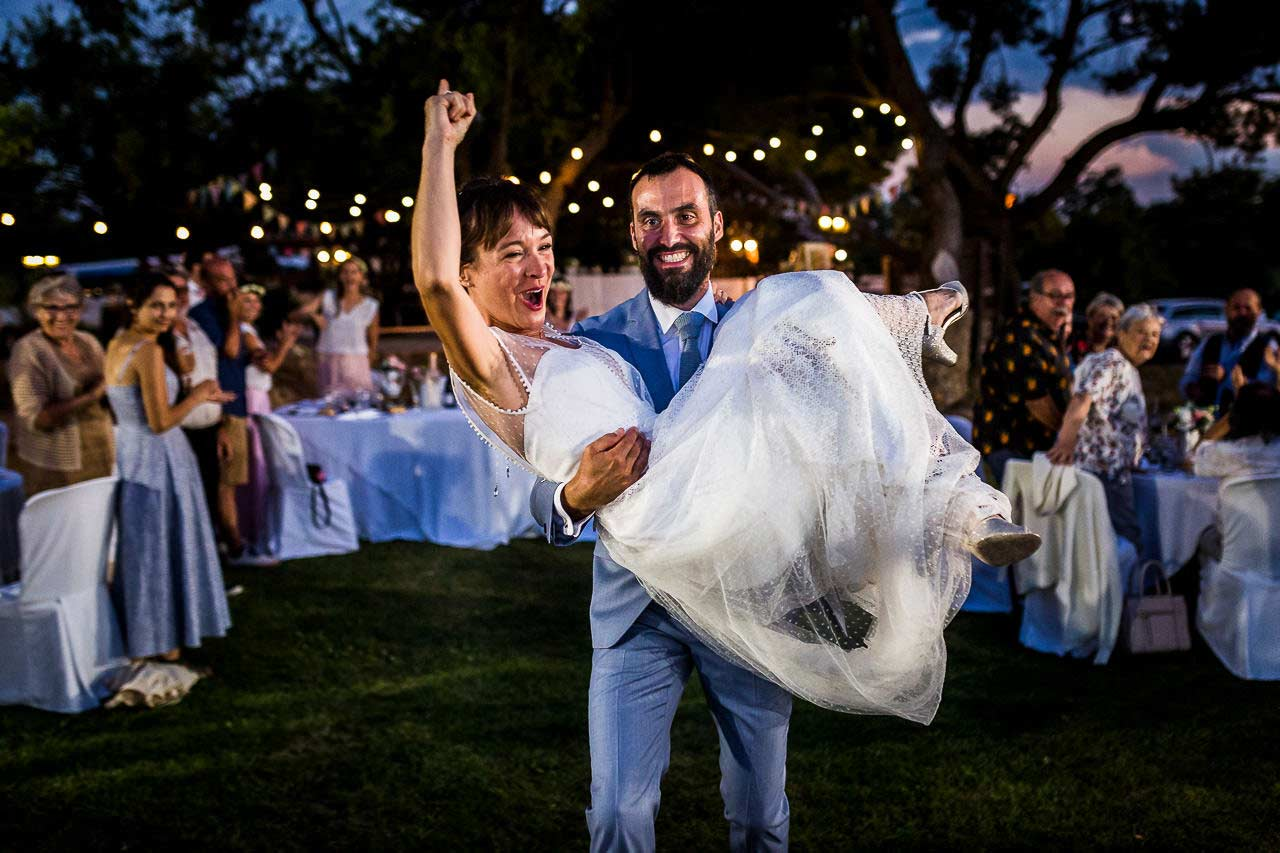 Photo d'un couple de mariés lors de leur soirée de mariage au Domaine de l'Ale à Capestang