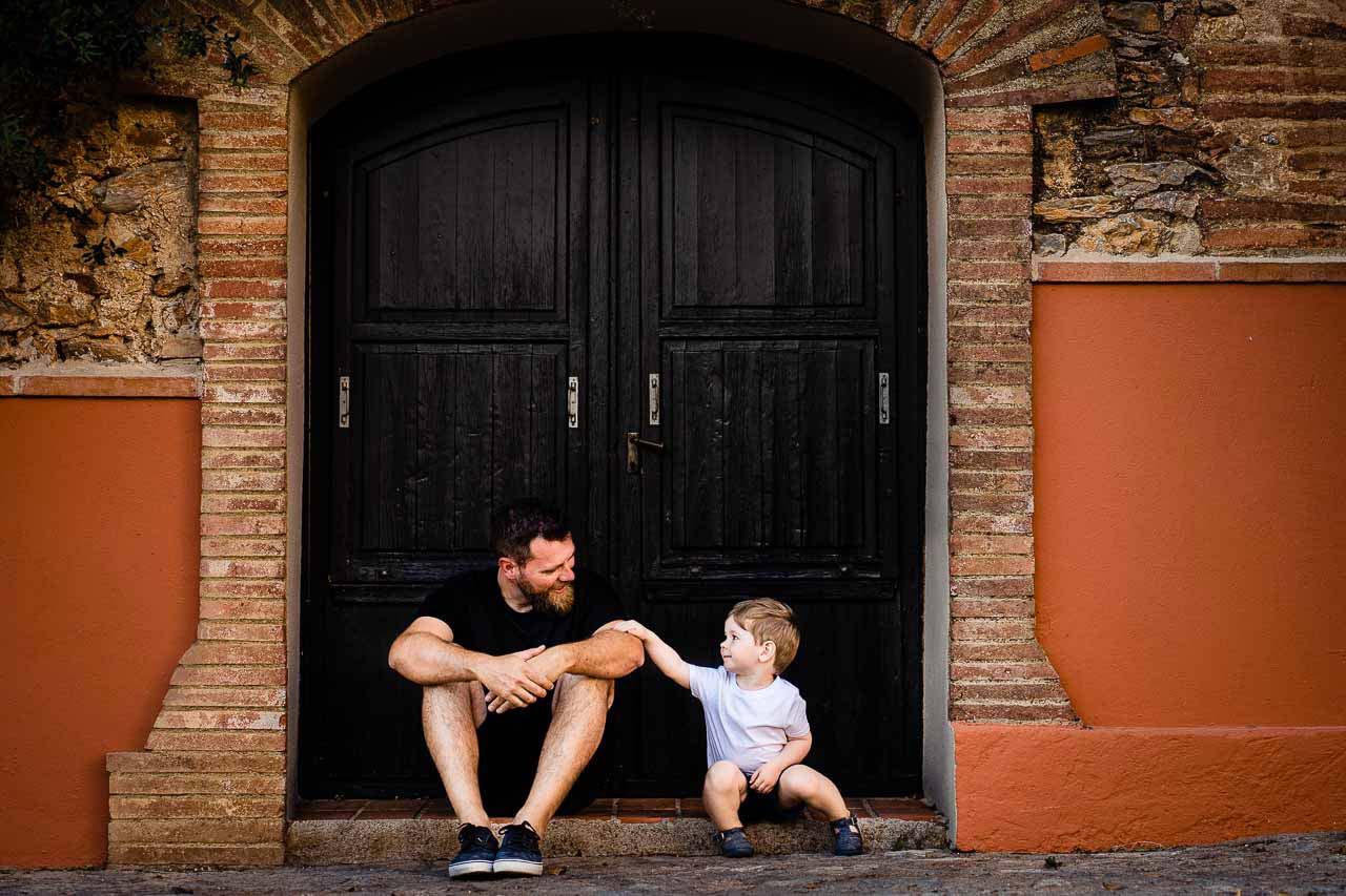 Photographie d'un père et son fils pendant un séance famille