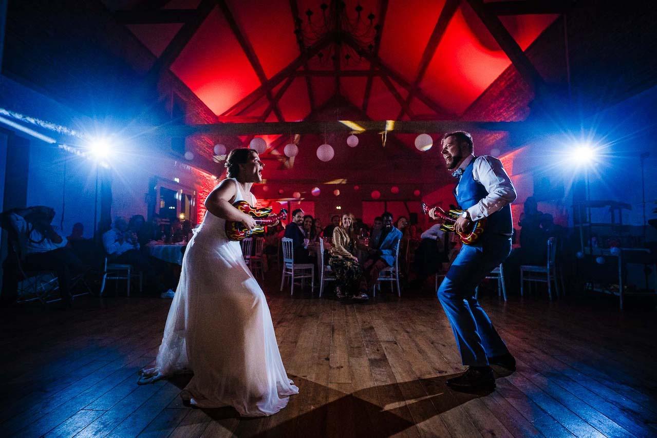 Mariés lors de la première danse de leur mariage dans la Baie de Somme
