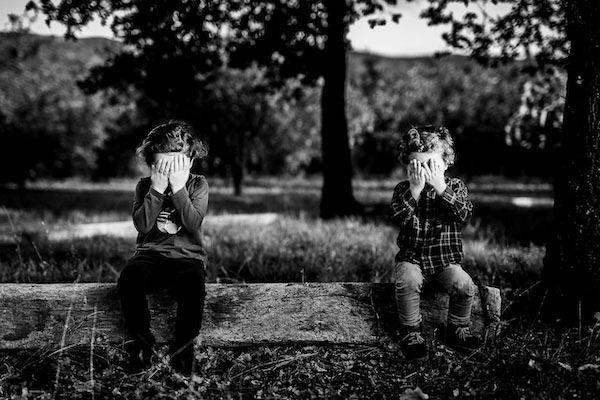 Portrait de deux enfants lors d'un shooting photos famille dans le 66