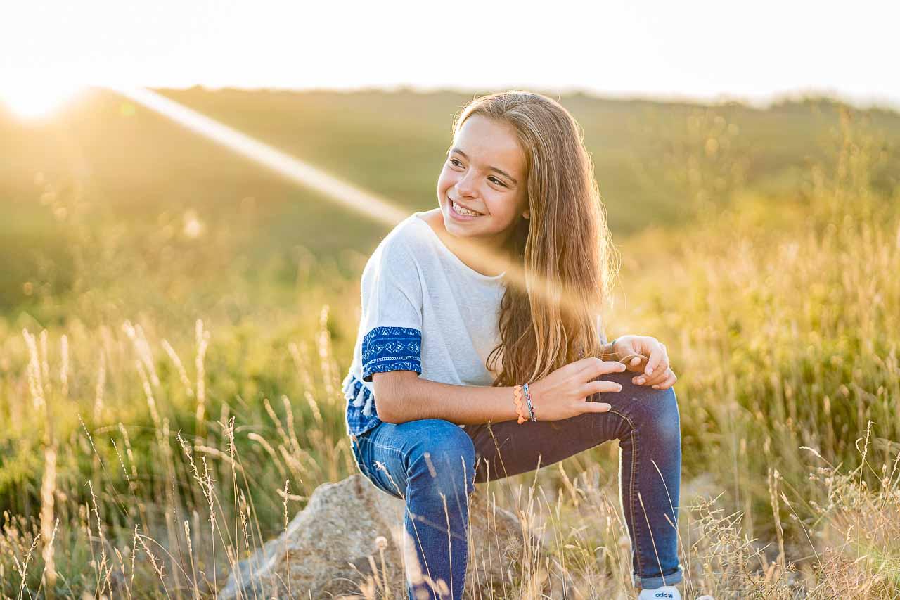 Photo portrait d'une jeune fille lors d'un séance famille en extérieur dans le sud de la France