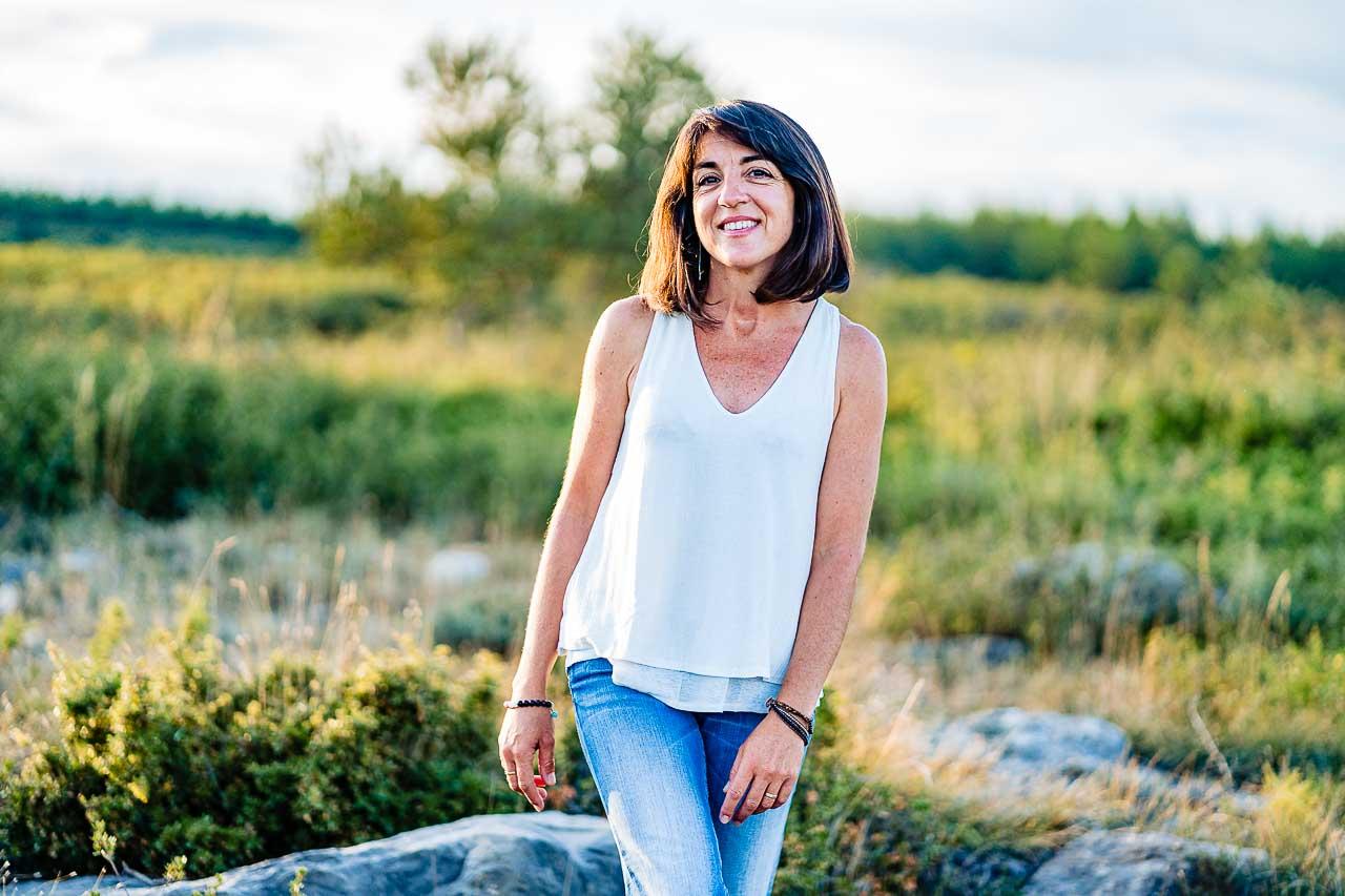 Portrait photo naturel d'une femme lors d'un shooting photo avec Olivier Bolte photographe dans le sud de la France